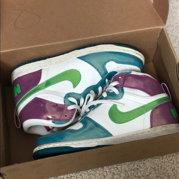 Nike Shoes - Nike shoes size 3 in kids/ women's 5